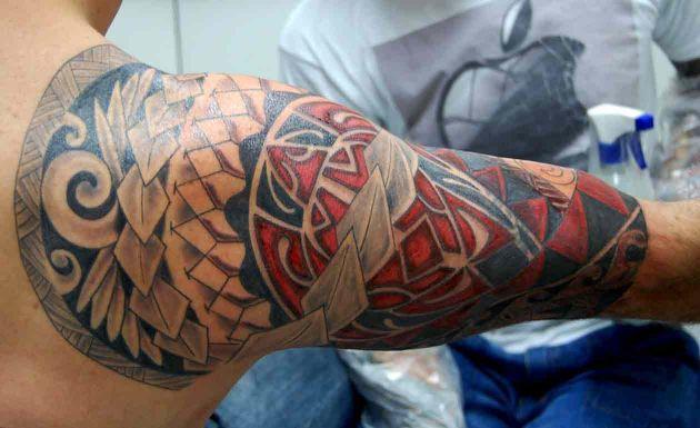 Tatuagens Maori coloridas (Foto: Divulgação)
