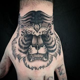 A tatuagem de tigre cai bem em homens e mulheres (Foto: Divulgação)