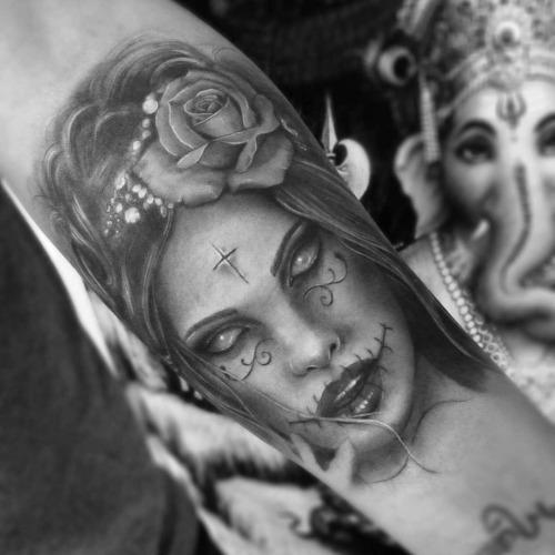 Tatuagem com tom de cinza linda e cm diferenciais (Foto: Divulgação)