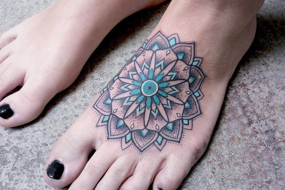 Tatuagem pontilhada colorida (Foto: Ilustração)