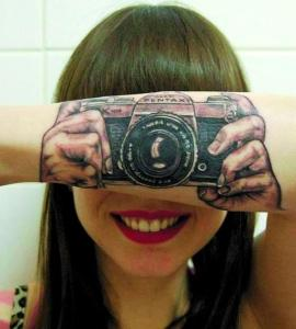 Tatuagens que se confundem com a realidade (Foto: Divulgação)