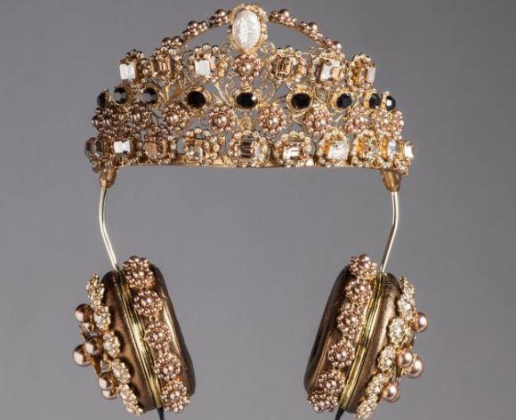 Fones de ouvido, Dolce & Gabbana. (Foto: Reprodução/Mdemulher)