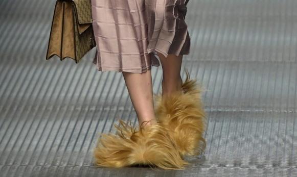 Sapato peludo Gucci. (Foto: Reprodução/Stuff)