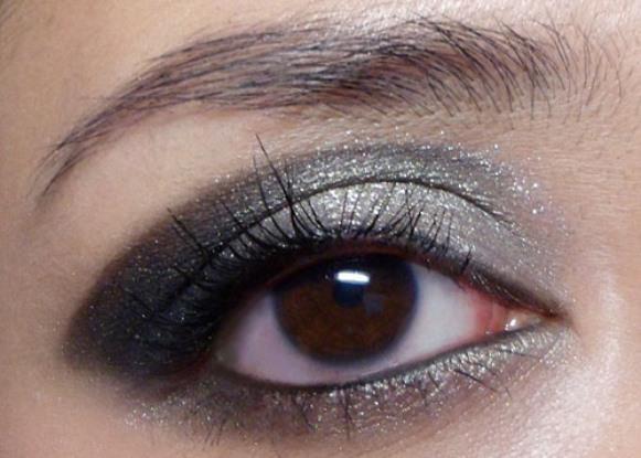 Maquiagem com sombra cinza. (Foto Ilustrativa)