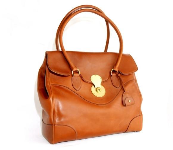 Um modelo de bolsa da nova coleção. (Foto: Reprodução/Nysun)