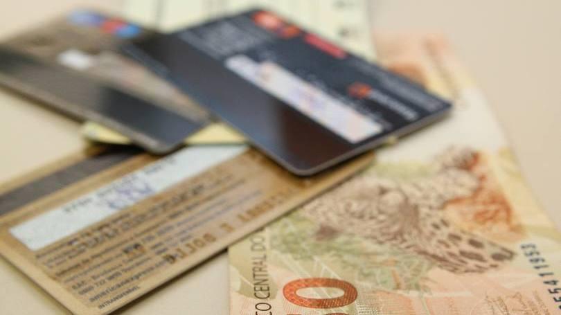 Cartão é bem mais usado que dinheiro hoje em dia (Foto: Exame/Abril)