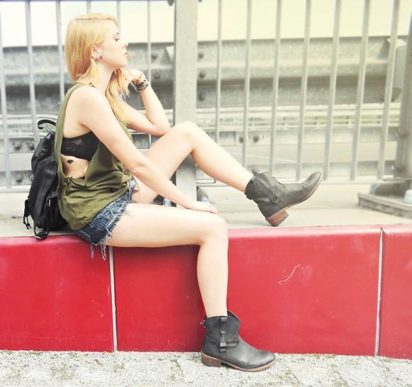 Aposte no verde militar para compor o seu look. (Foto: Reprodução/Lookbook.nu)