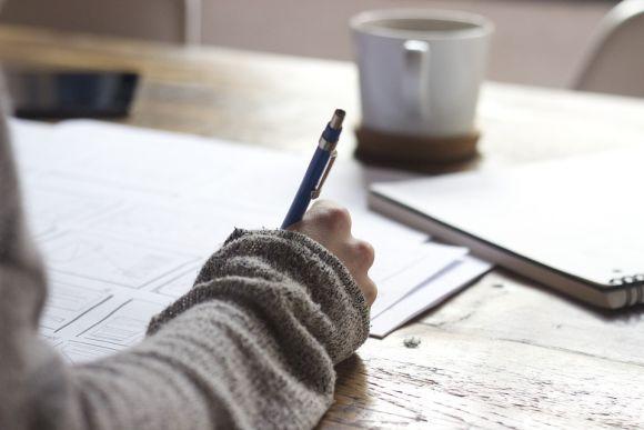 Faça um rascunho, seguindo a estrutura da dissertação (Foto Ilustrativa)