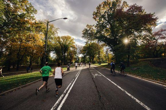 Os parques também surgem como ótima opção de lugar para se manter em forma (Foto Ilustrativa)