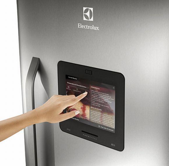 O refrigerador inteligente da Electrolux te ajuda a preparar a lista de compras (Foto: Divulgação Electrolux)