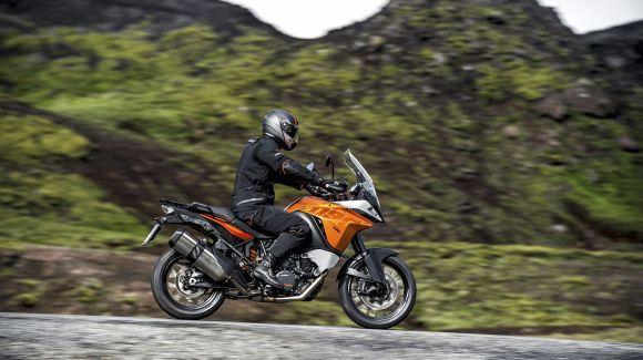 A versão aventureira da KTM 1190 chama a atenção pelo design e tamanho (Foto: Divulgação KTM)
