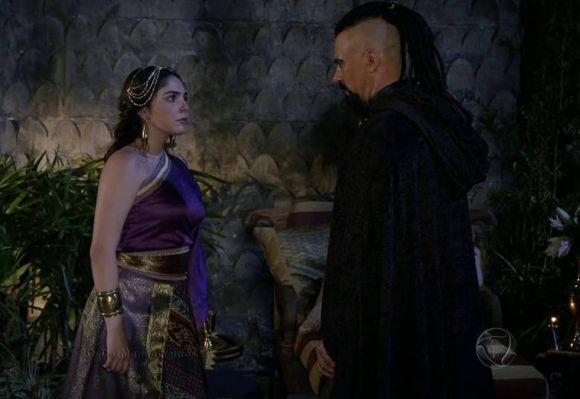 Betânia e Balaão conversando (Foto: Divulgação Record)