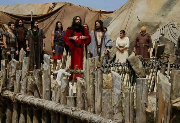 Moisés reunindo seu povo (Foto: Divulgação Record)