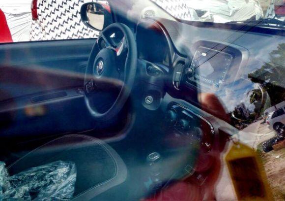 O interior do Mobi guarda algumas semelhanças com o Novo Uno (Foto: Reprodução Carplace)