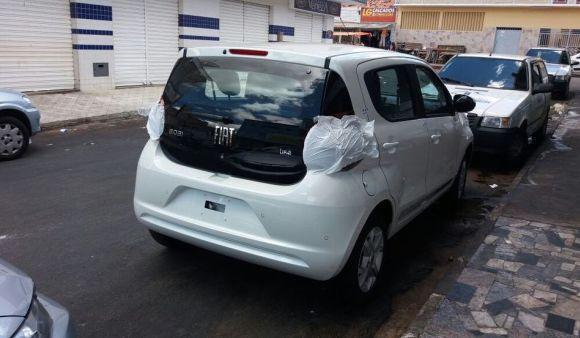 O Fiat Mobi tem sido flagrado circulando camuflado, antes do lançamento oficial (Foto: Reprodução Quatro Rodas)