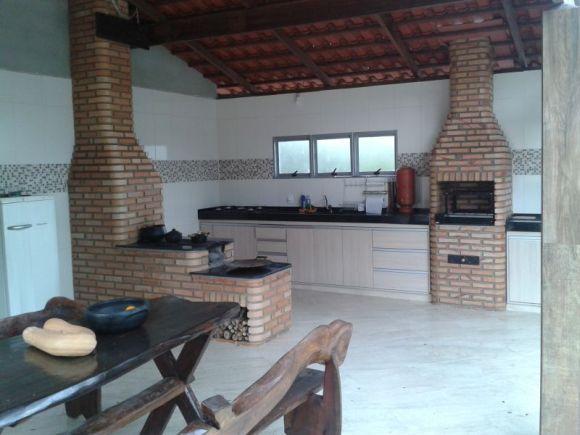 Aqui a churrasqueira ficou separada do forno e do fogão (Foto: Reprodução Fogão a Lenha BH)