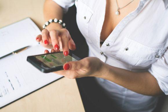 Alguns dos cursos online grátis Sebrae podem ser acompanhados até pelo celular (Foto Ilustrativa)