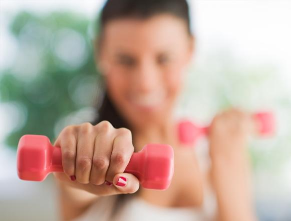 Você pode usar pesinhos no seu treino. (Foto Ilustrativa)