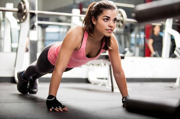4 exercícios para deixar suas costas mais bonitas e sem gordurinhas
