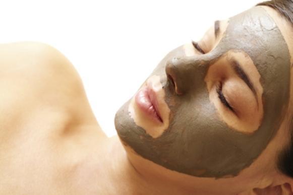 Aposte na máscara caseira de argila. (Foto Ilustrativa)