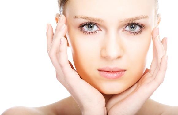 Medidas simples ajudam a manter a pele mista bonita e hidratada. (Foto Ilustrativa)