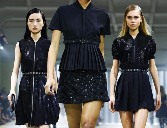 As roupas pretas, mescladas com determinados acessórios, ajudam a formar looks góticos mais simples (Foto Ilustrativa)
