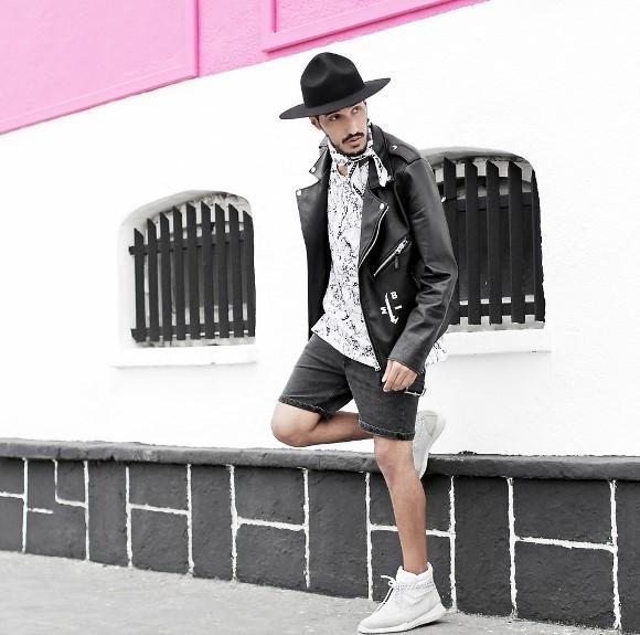 A jaqueta pode ser usada até mesmo com bermuda. (Foto: Reproduação/Lookbook.nu)