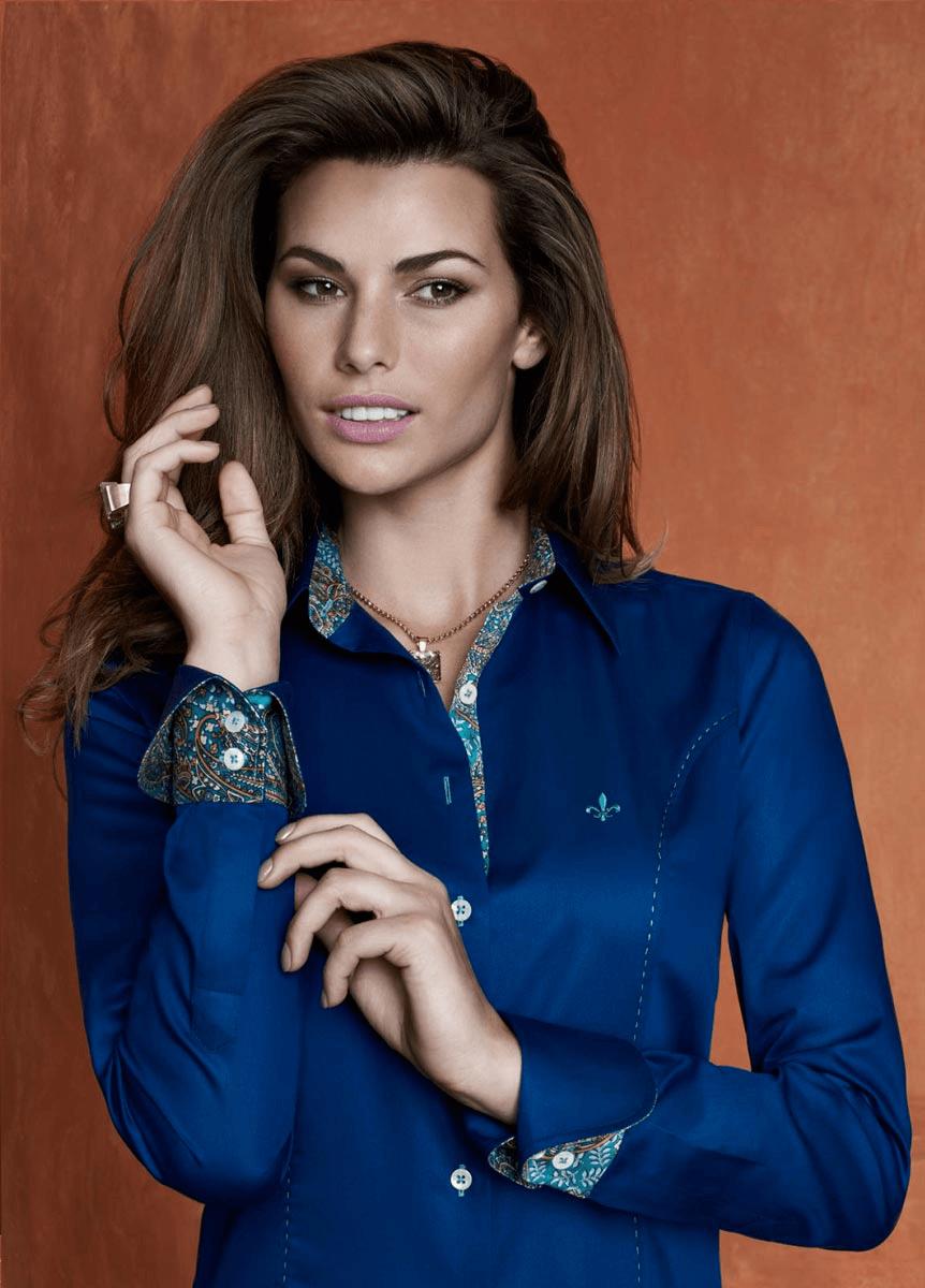 Camisa azul Dudalina feminina (Foto: Divulgação)