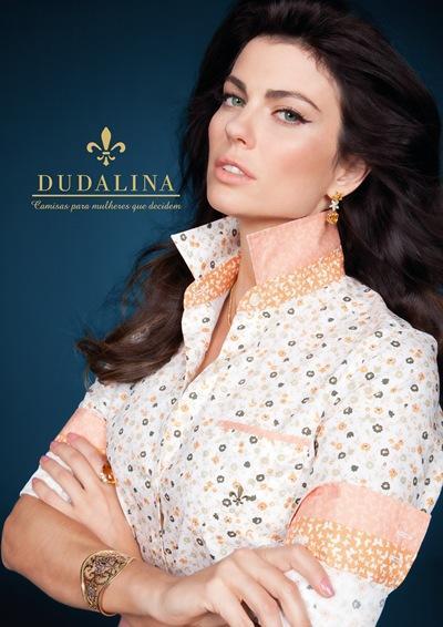 Camisa de mangas curtas Dudalina delicada e feminina (Foto: Divulgação)