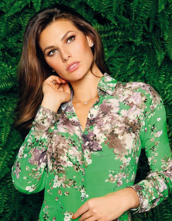 Camisa Dudalina verde com estampas (Foto: Divulgação)