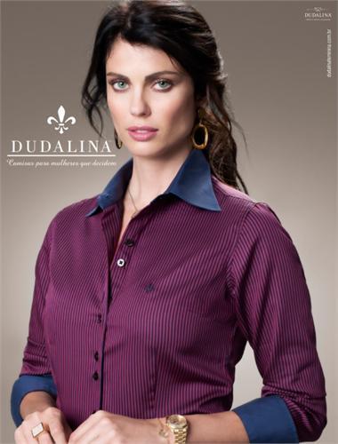 Camisa Dudalina feminina bordô (Foto: Divulgação)