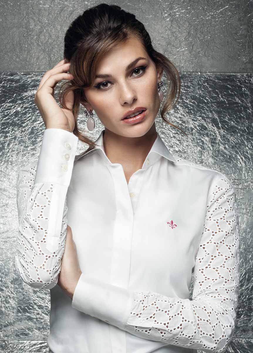 Camisas femininas brancas com botões (Foto: Divulgação)
