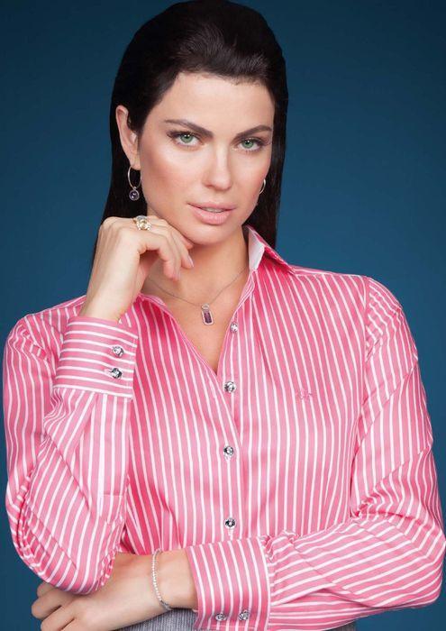 Camisa Dudalina com listras rosadas (Foto: Divulgação)