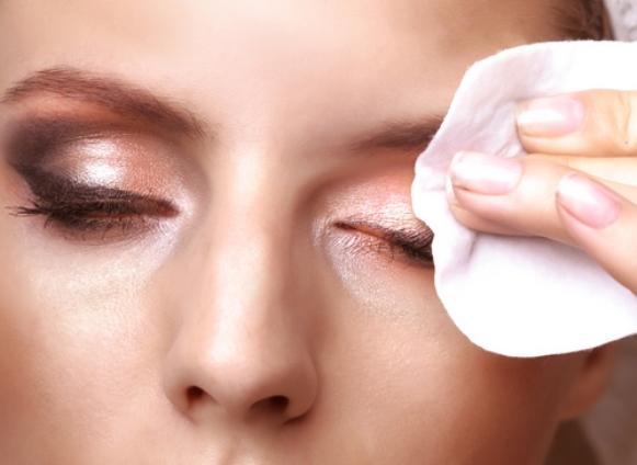 Depois de remover a maquiagem, é preciso cuidar da pele. (Foto: Divulgação)