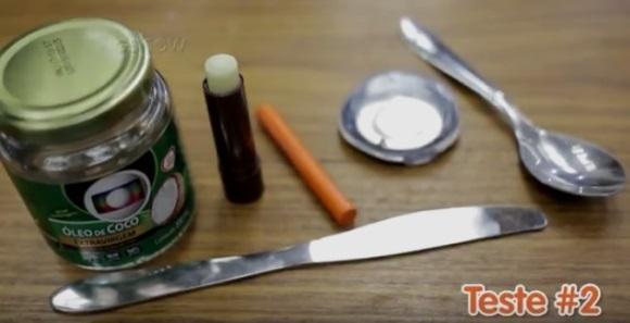 Batom com giz e manteiga de cacau. (Foto: Reprodução/Gshow)