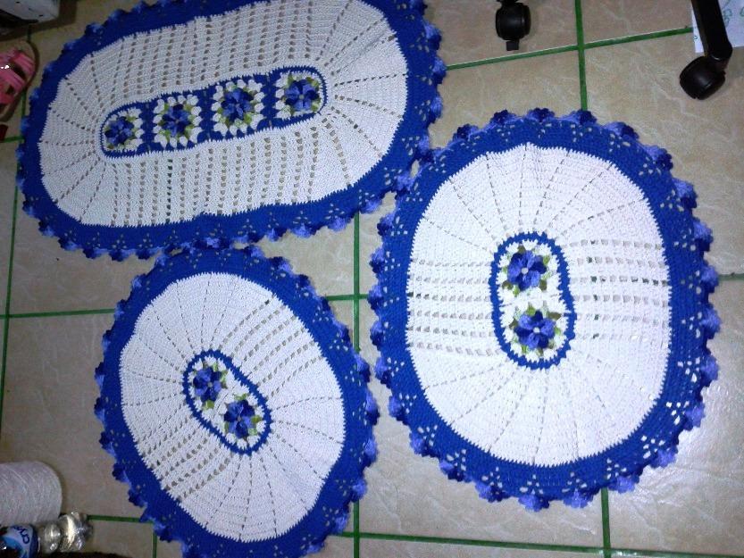 Tapete branco com beradinhas azuis (Foto: Ilustração)