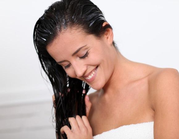 Divida o cabelo em partes antes de aplicar a tinta. (Foto Ilustrativa)