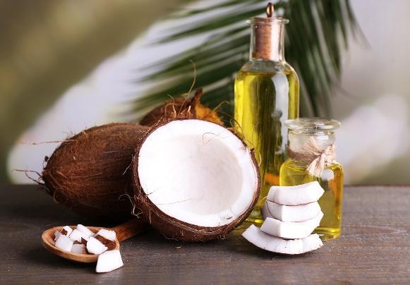 Remova a maquiagem com óleo de coco. (Foto Ilustrativa)