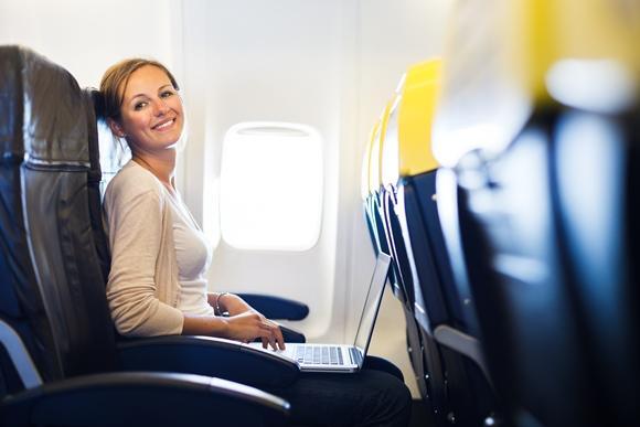 O ar seco do avião pode prejudicar a pele. (Foto Ilustrativa)