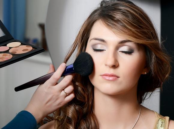 O curso gratuito de maquiagem é muito procurado. (Foto Ilustrativa)