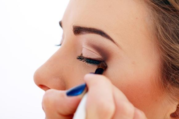 Na hora de maquiar uma pele com acnes é preciso adotar cuidados especiais. (Foto Ilustrativa)