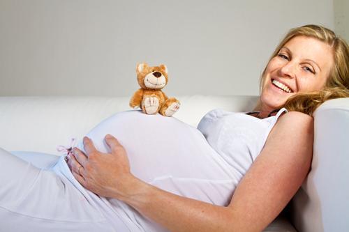 O salário maternidade pode ser solicitado no INSS (Foto: Ilustração)