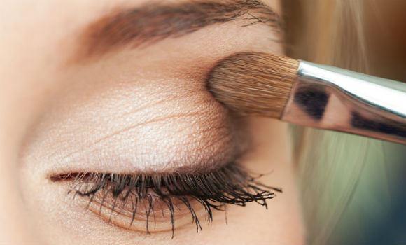 A maquiagem marrom monocromática está em alta. (Foto Ilustrativa)