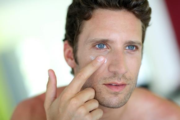 O creme hidratante também faz parte da rotina de beleza masculina. (Foto Ilustrativa)
