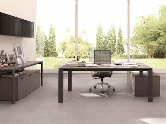 A mesa de balcão tem uma superfície ampla. (Foto: Reprodução/ Inspiradecoration)