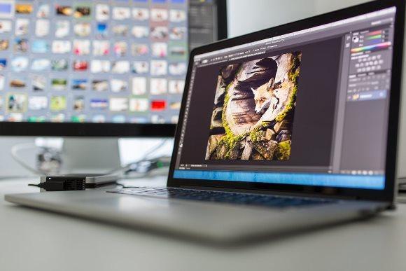 O curso gratuito de Photoshop é uma opção. (Foto Ilustrativa)