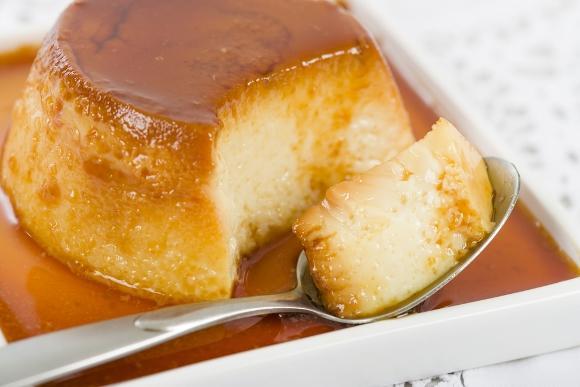 Além de fazer o pudim, você também precisa preparar o caramelo. (Foto Ilustrativa)