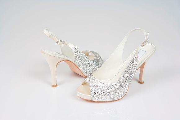 O sapato de noiva deve ser, acima de tudo, confortável. (Foto: Reprodução/planaweddingnow)