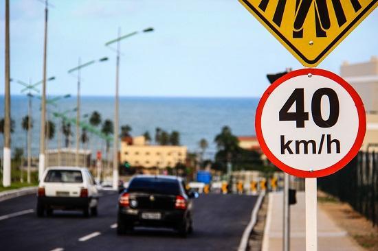 A sua sinalização de trânsito deve ser feita de um jeito bem diferente (Foto: Divulgação)