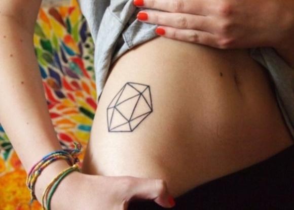 As tatuagens geométricas estão na moda. (Foto: Reprodução/ Thisistattoo)